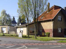 Herzogenrath-Merkstein: DHH, Bj. 1913, m. Anbau u. Doppelgarage aus 1972